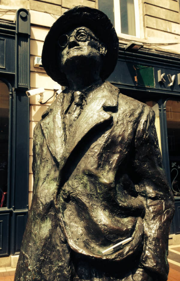 James Joyce statue with Maglus
